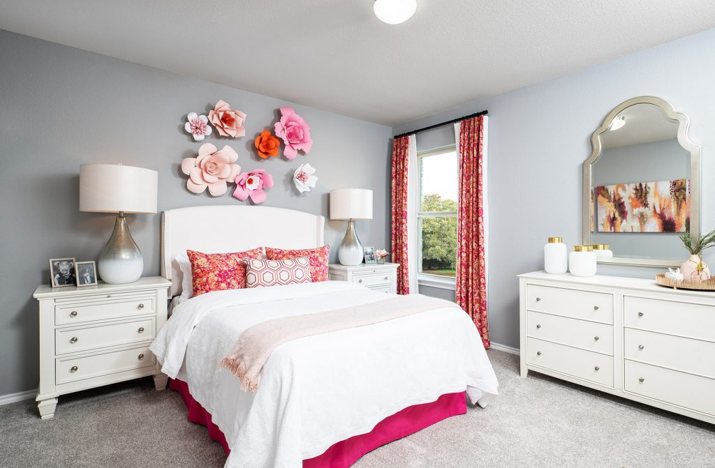 How to Decorate Your Bedroom Using Amazing Items with Superior Features